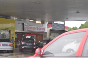 First stop!  :)  Dunkin Donuts - a rarity in SG.